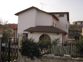 Cod. 952- Poggio Moiano: Villa